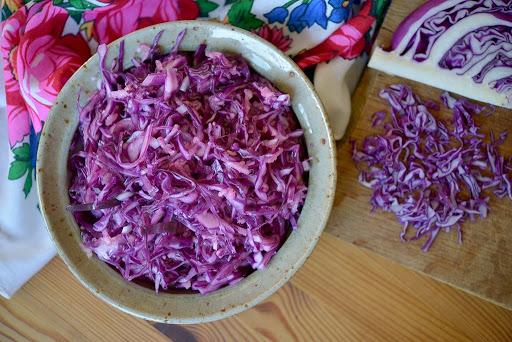 Polish Red Cabbage Salad {Surówka z Czerwonej Kapusty}