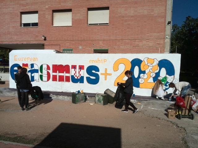 Grafiti con el logo ganador del peoyecto Erasmus+