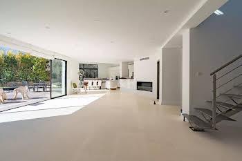 Villa 4 pièces 215 m2