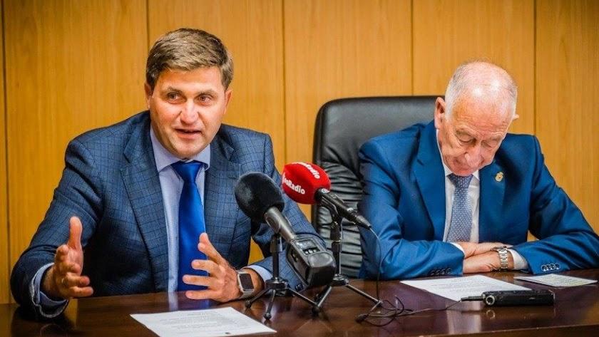 Juan José Rodríguez y Gabriel Amat durante una rueda de prensa.