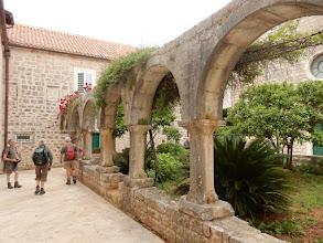 Photo: Stari Grad: het binnenhof van het Doninicaner klooster (Werelderfgoed)
