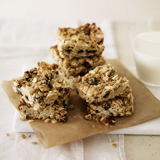 Oat and Almond Breakfast Bars