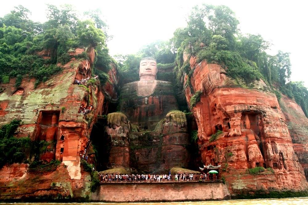 Resultado de imagem para O Buda gigante de Leshan e o Monte Emei