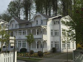 Photo: Villa Amanda, Binz: 2-Zi-Ferienwohnung in ruhiger und extrem zentraler Lage im schönen alten Ortskern von Binz: http://www.freie-ferienwohnung-binz.de