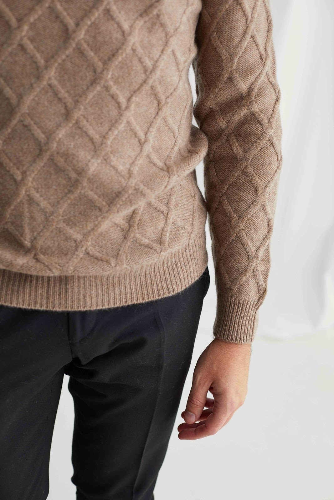 Man O-neck Cable Sweater