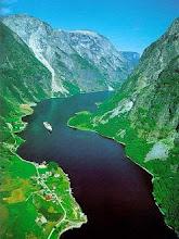 Photo: Fiordo noruego (valle glacial inundado)