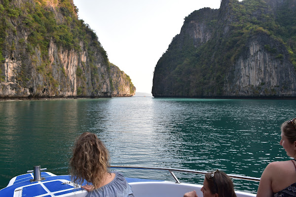 Cruise into the Phi Phi Leh lagoon