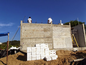 Photo: Preparing the roof to receive the styrofoam blocks.