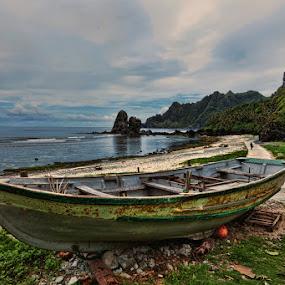 by Jun  Gomez - Transportation Boats