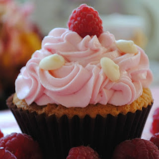 White Chocolate Raspberry Cupcakes