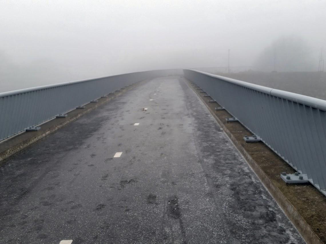 Spekgladde fietsbrug over de A73