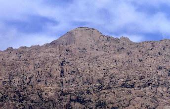 Photo: El Yelmo, un buen ejemplo de domo granítico