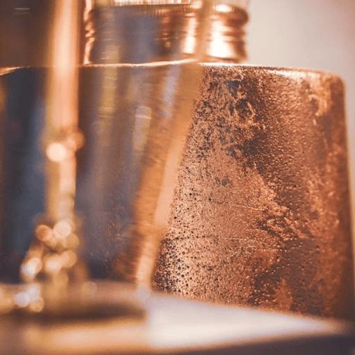 collection lampe en béton avec poudre dorée et cuivrée