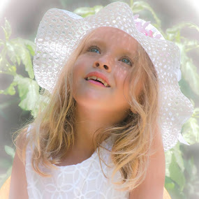 Heavenly gaze by Patti Cooper - Babies & Children Child Portraits ( child, girl, young girl, kid,  )