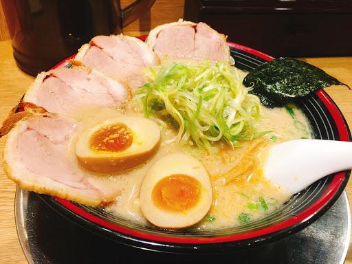 超值東京豚骨拉麵🍜 。湯頭濃郁。