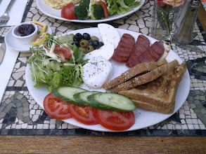 Photo: středomořská snídaně / mediterran breakfast - Church street, Stoke Newington (The Blue Lagume - http://www.thebluelegume.co.uk/)