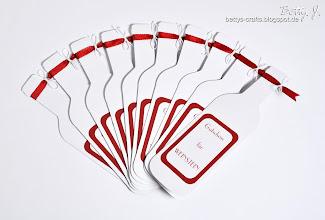 Photo: http://bettys-crafts.blogspot.de/2013/11/weinflaschen-karte.html