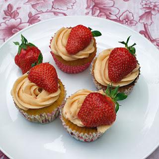 Vanilla and Strawberry Cupcakes Recipe