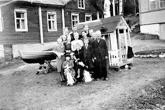 Photo: Mäk'matinkatu 13:n piha vappuna 1939