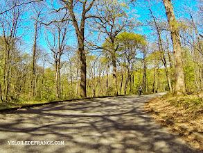 Photo: Les 2 minutes inoubliables de descente dans la Forêt de Meudon - e-guide balade à vélo de Meudon au Château de Versailles par veloiledefrance.com