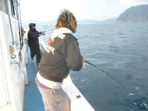 Photo: そして、船頭さんにもヒットしました! 前の方から猛スピードで近寄ってくるー! 「うわー!野田番長だー!殺されるー!」