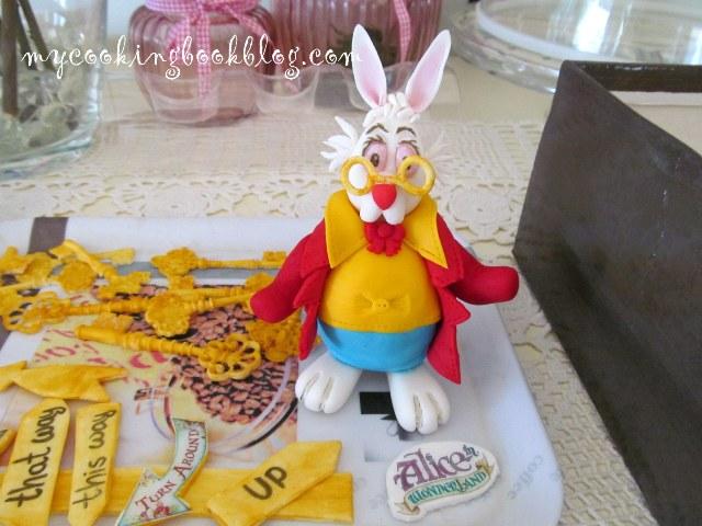 Как се прави заека от Алиса в страната на чудесата