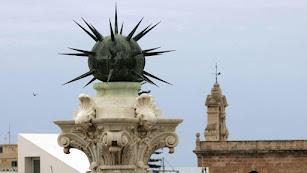 Imagen del Pingurucho que corona el Monumento a los Coloraos.