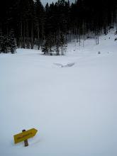 Photo: Ab hier wird es etwas steiler. Die vorhandenen Spuren sieht man aufgrund des Neuschnees kaum.