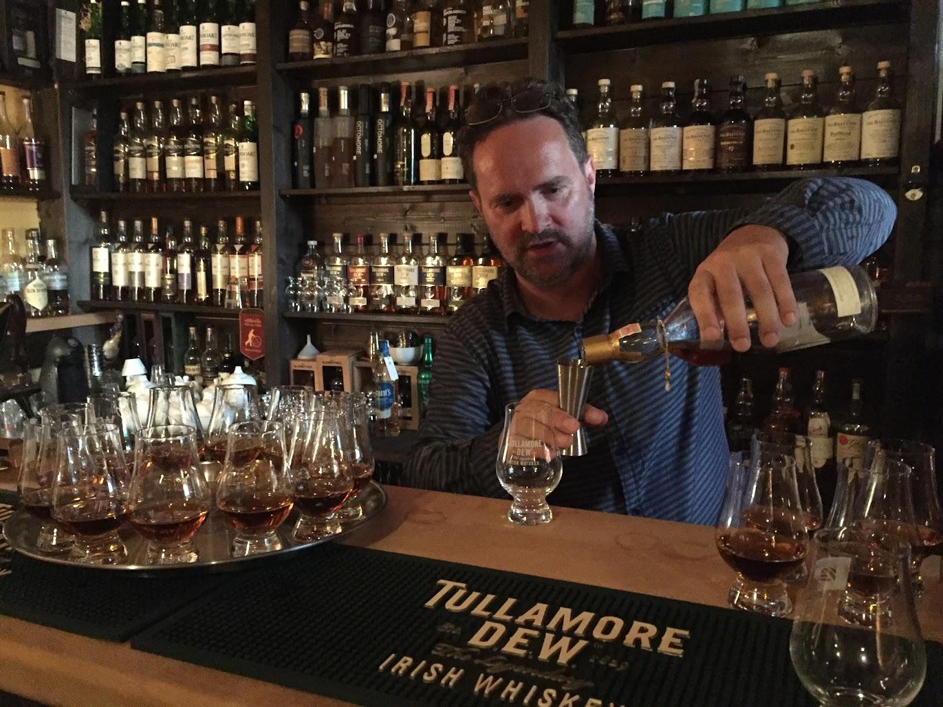 Václav Rout, Whisky & Kilt Prague, Lagavulin 25yo