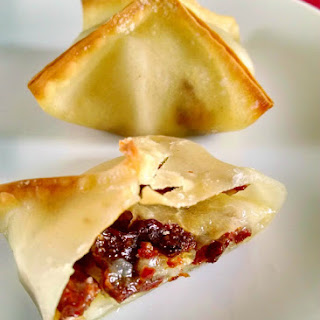 @MapleLeafFarms Duck Bacon, Pear, and Brie Baked Wontons.