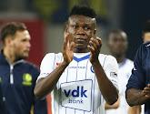 Voormalige speler van AA Gent zakt in elkaar op het veld maar was snel terug bij bewustzijn