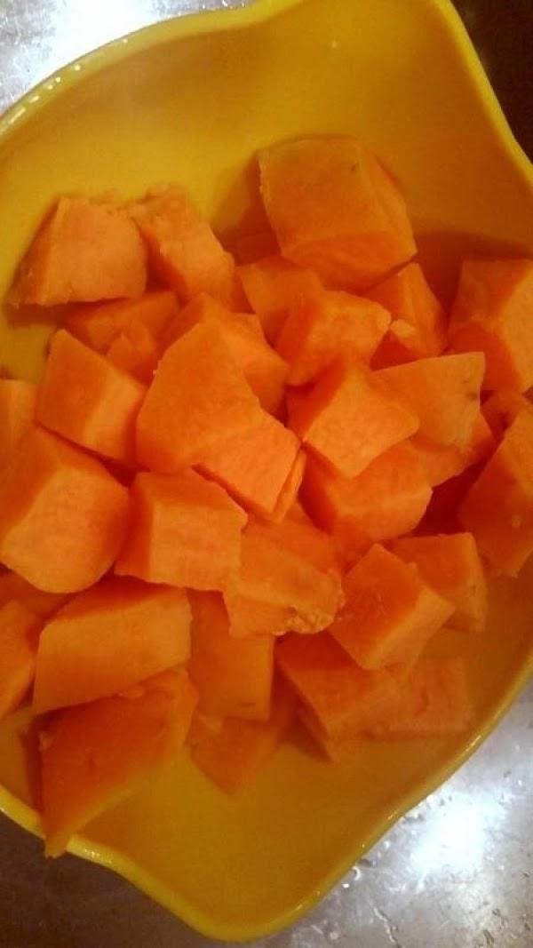 Cook potatoes until tender. Drain.In a medium bowl, mash potatoes until smooth. Add cream...