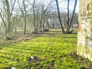 Photo: Merkwürdige Beton-,Pilze' mit Rundlöchern beim ,Einmannbunker' am Rande des Sportplatzes.