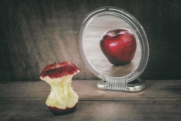 Oltre lo specchio (dismorfofobia) di Barbara Surimi
