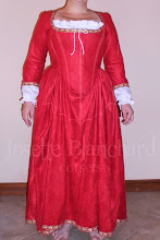 Photo: Vestido Medieval com corset embutido em camurça e algodão ( com anágua), acabamento em gorgorão bordado. À partir de R$ 500,00.