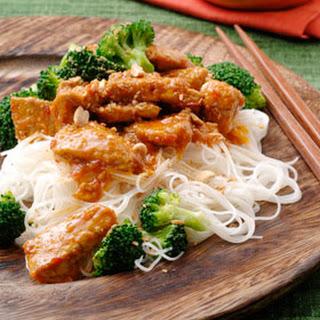Rode Vleescurry Met Gembermihoen En Broccoli