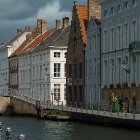 In Bruges by Riccardo Lazzari - City,  Street & Park  Historic Districts ( belgio, street, bruges, canal, architettura )