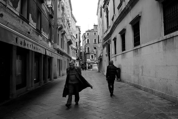 Due passi in calle di Andrea F