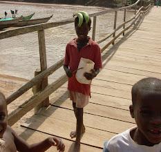 Photo: sur le pont d'Akwidaa, west coast, Ghana