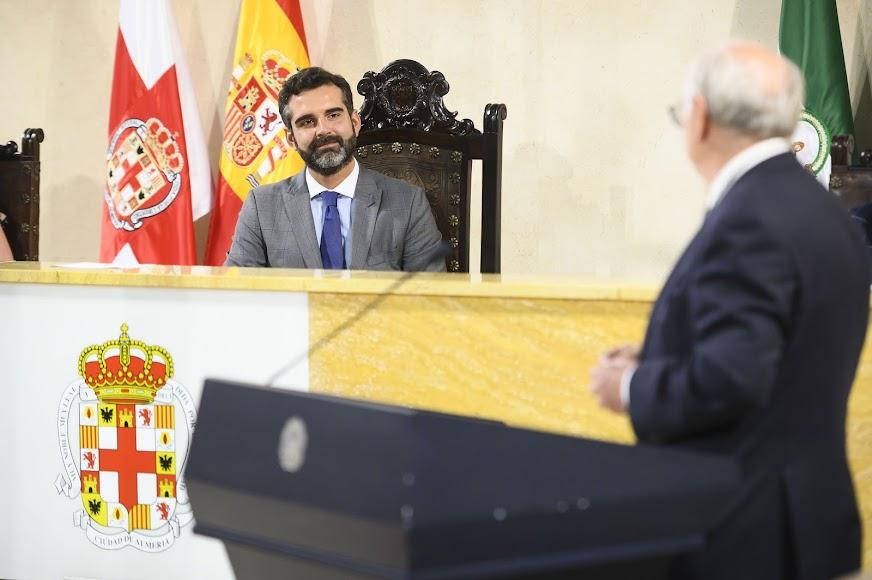 Escudo de Oro a Emilio Gómez-Lama.