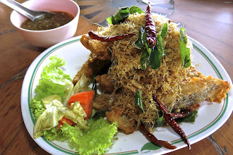 Photo: crisp-fried lemon-grass fish at a restaurant in Uttaradit enroute to Phrae
