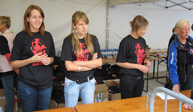 Photo: einige der vielen helfenden Hände