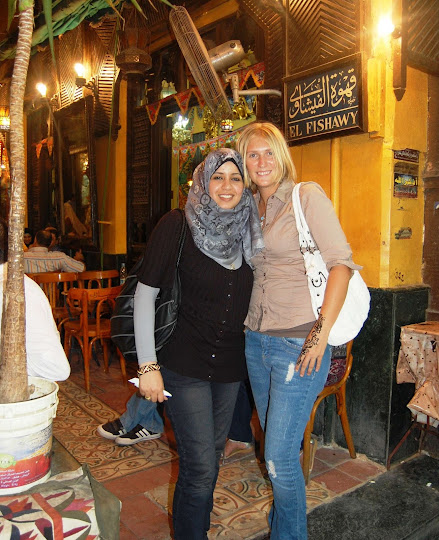 An expat woman in Cairo, Khan el Khalili with her egyptian habibti during Ramadan