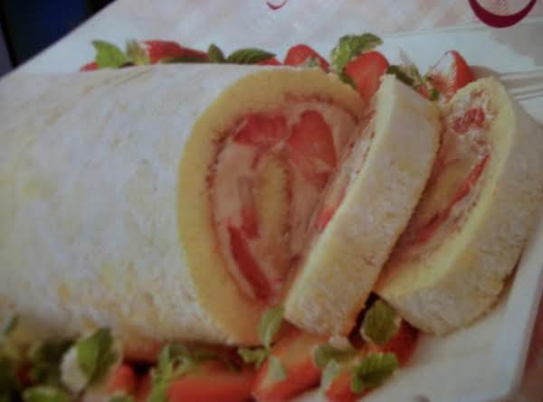 Strawberry -  Mallow Cake Roll