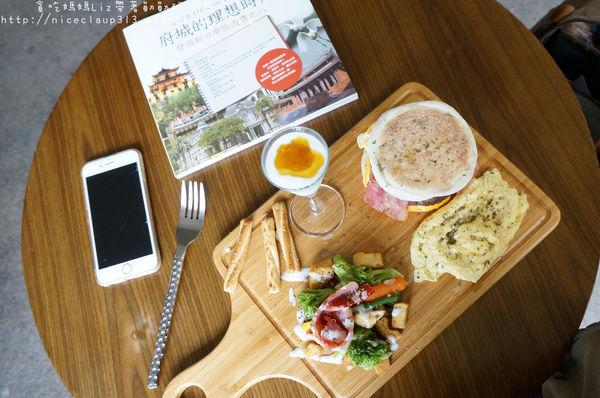 『城東合作社咖啡』~隱身東門城周邊巷弄的60年老屋咖啡。異國料理 早午餐 鹹派 帕里尼三明治 手作糕點 義大利麵 咖啡