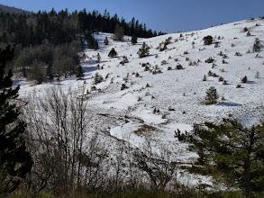 Photo: sur le versant nord, la neige est bien présente