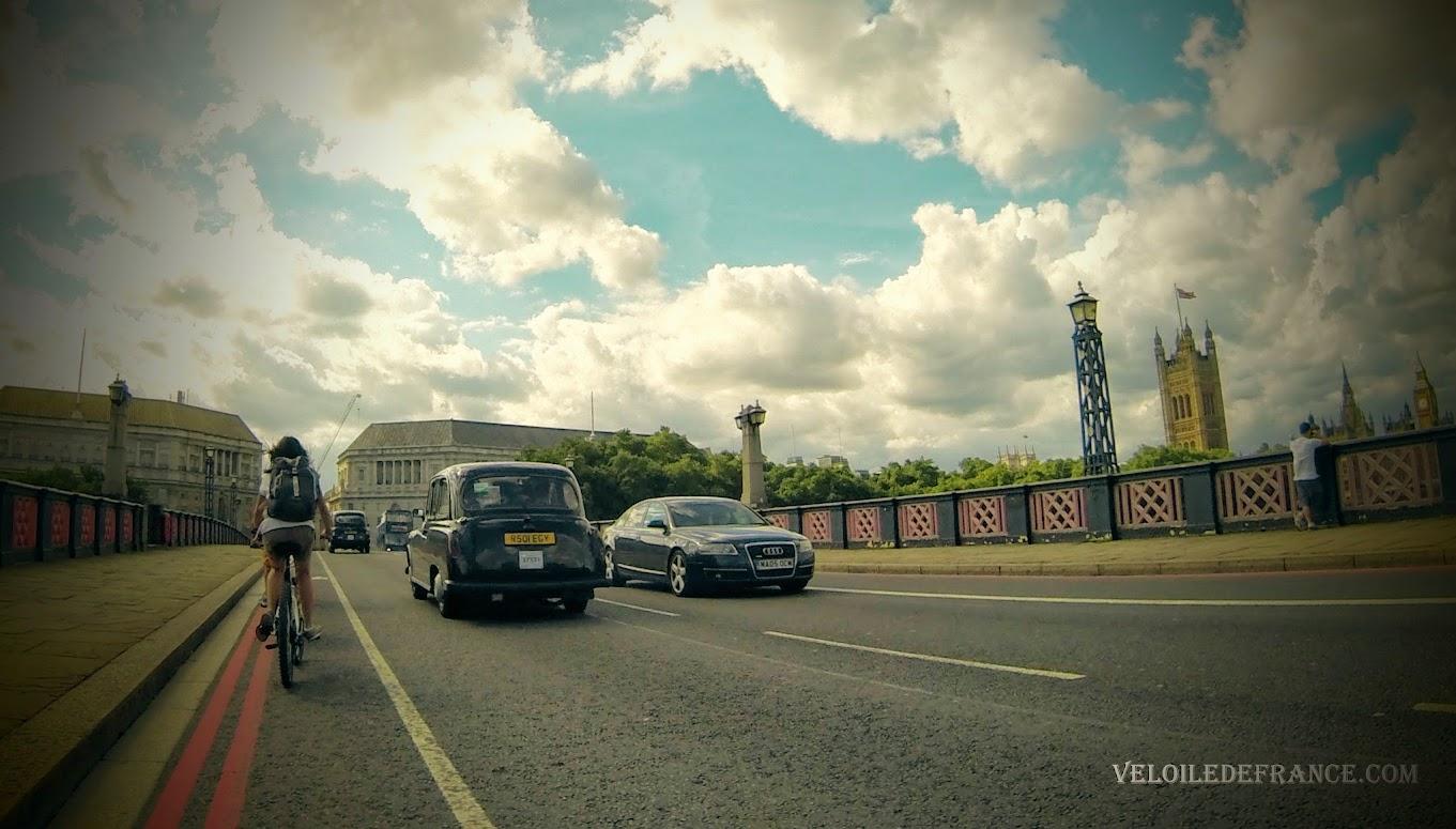 Pont Lambeth Bridge avec sa vue sur Big Ben - Paris Londres à vélo par veloiledefrance.com