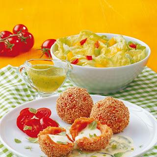 Tomaten-Mozzarellaknödel auf Zucchini-Käsesauce