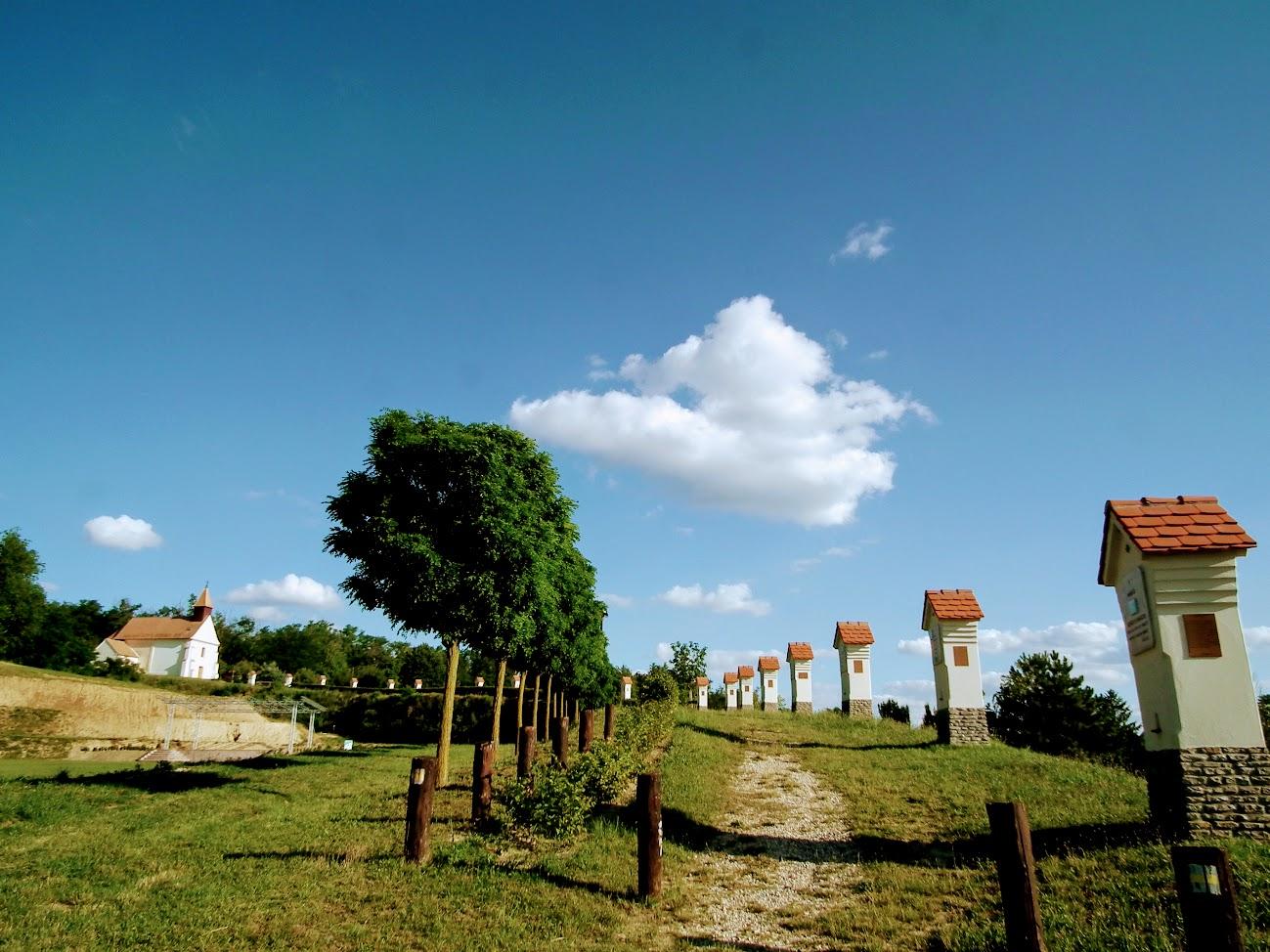 Gyugy - Árpád-kori templom és kálvária a II. János Pál dombon