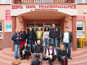 Photo: Davant de l'escola txeca